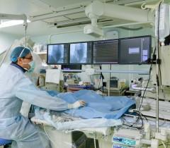 В операционной Федерального центра высоких медицинских технологий в поселке Родники Калининградской области
