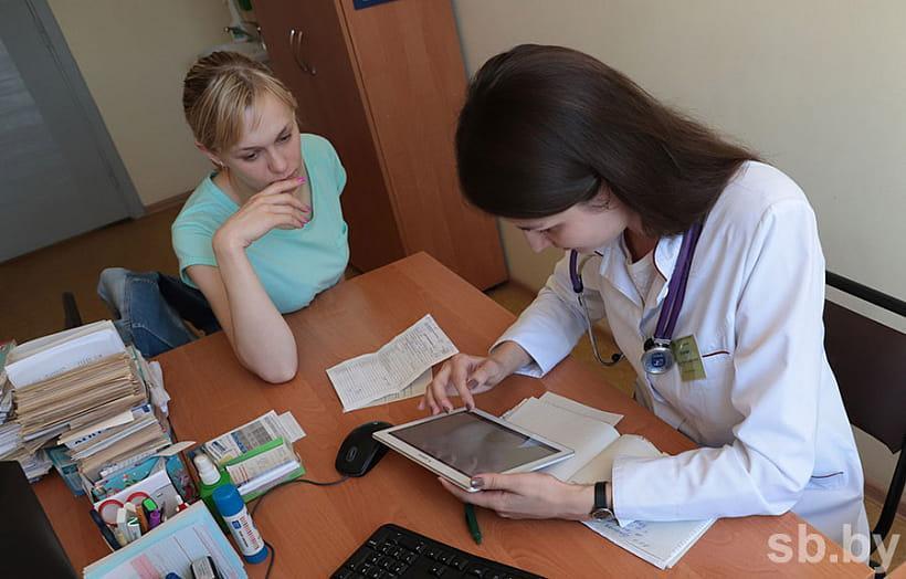 Планшеты уже получили врачи минской поликлиники № 39, к концу года устройства появятся и в других медучреждениях. Больше чем рецепт