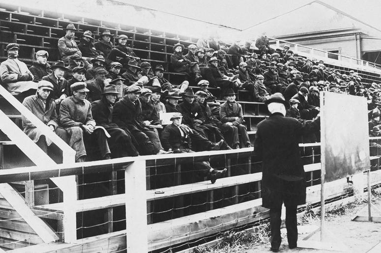 Урок физики в Университете Монтаны, Миссула. Во время эпидемии гриппа занятия проводились на улице, 1919 г.