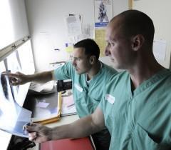 Опыт американского медика доказал преимущество работы в клинике перед частной практикой.