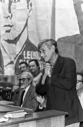 Виктор Платонович Некрасов (1911-1987) на выступлении в защиту Леонида Плюща. Париж, 1975