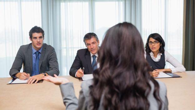 Вопросы с подвохом на интервью дают нам мало информации о компетентности соискателя, но много - о грубости интервьюера, говорят ученые.