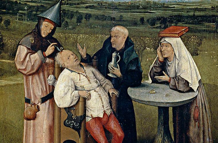 По мнению лекарей XV века, причиной всех психических расстройств служил некий «камень безумия». Чтобы излечиться, нужно было от него избавиться, сделав трепанацию черепа и вытащив из головы корень всех зол