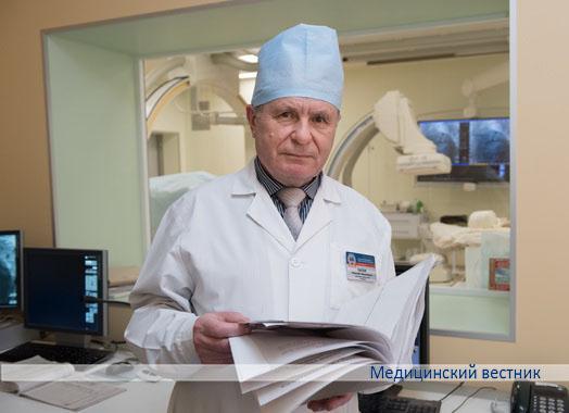 Заместитель главного врача по хирургической помощи Николай Лысюк курирует работу хирургических отделений и сам является практикующим хирургом. В 2017 году удостоен почетного звания «Человек года Брестчины»