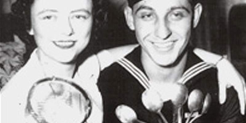Уилер Лайпс с ложками, дуршлагом и женой