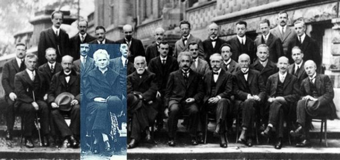 Мария Кюри среди участников конференции о квантовой механике, 1927 год.
