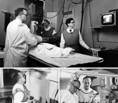 Вверху: кардиолог Фрэнк Мейсон Соунс-младший (1918-1985) в своей рентгенлаборатории проводит коронарографию. Подвал Кливлендской клиники, 1960-е годы, исследовательский этап истории коронарографии. Медики в защитных свинцовых фартуках, но без шапочек и масок, обязательных при современной рентгенэндоваскулярной диагностике.  Внизу слева: Соунс в детекторной яме под столом, на котором было сделано его главное открытие. Чёрной стрелкой показана кинокамера.  Внизу справа: Соунс вводит контраст через плечевую артерию. Интервенционные кардиологи поначалу делились на два непримиримых лагеря – те, кто за плечевой доступ по Соунсу, и большинство, придерживавшееся бедренного доступа по Джадкинсу. При этом личные отношения между Соунсом и Джадкинсом были самые приятельские.