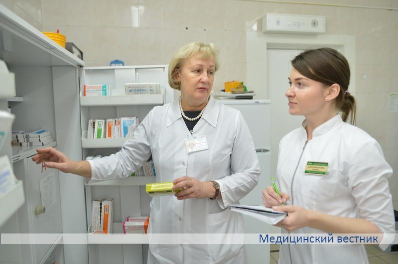 Заведующая отделением оппортунистических инфекций Людмила Дымель (справа) и старшая медсестра отделения Инна Корзун.