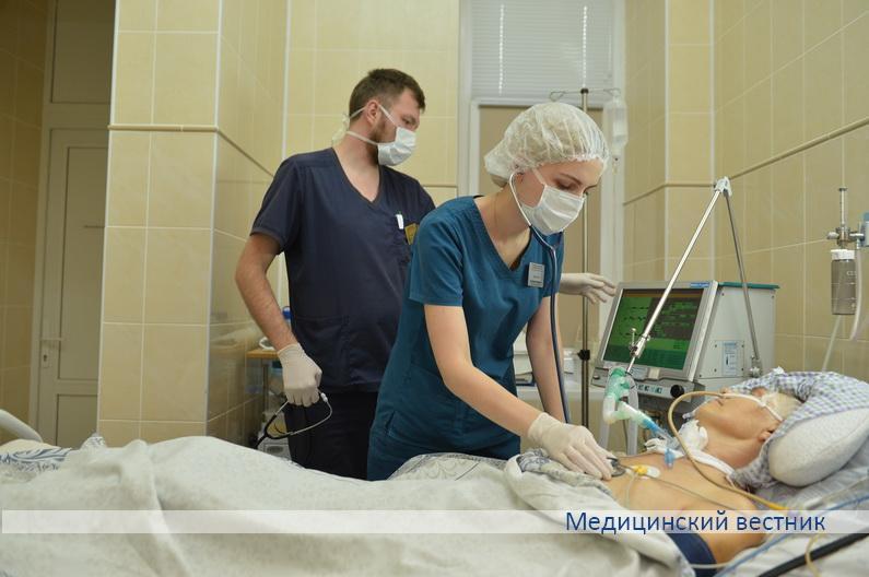 Пациента осматривает врач-анестезиолог- реаниматолог Валерия Оксенчук.