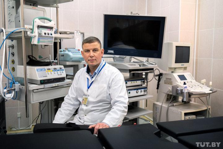 В операционной центра мужского здоровья есть видеоэндоскопическая стойка для исследований мочевого пузыря, УЗИ-аппарат и аппараты лазерной и радиоволновой хирургии