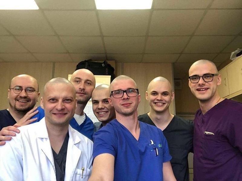 Андрей Павленко (слева) и его коллеги