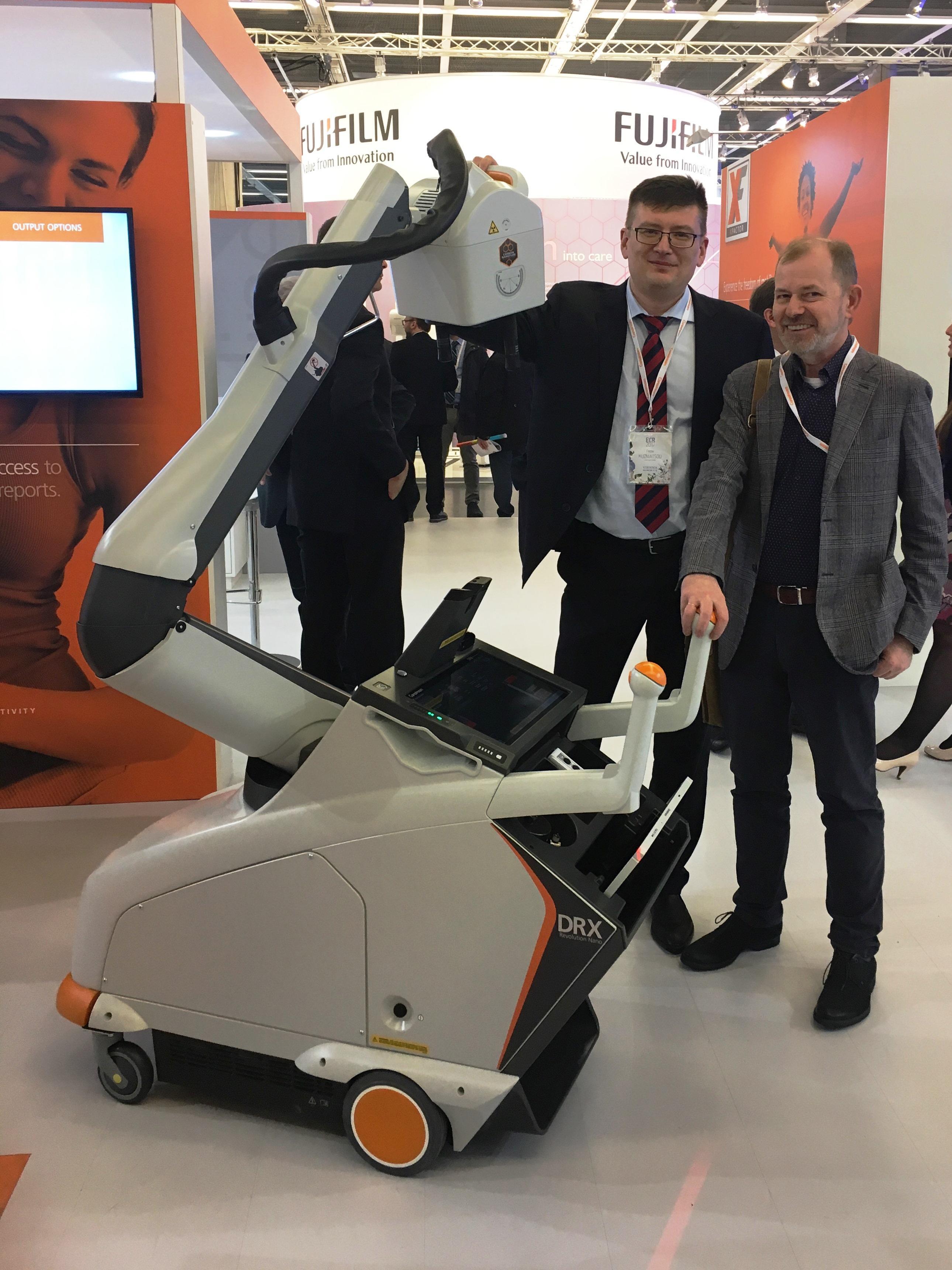 Новинка компании Carestream Health, мобильный рентгенаппарат DRX Revolution Nano, оснащен карбоновой рентгеновской нано-трубкой, отлично сбалансирован и очень удобен в эксплуатации