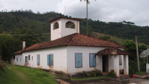 Это один из домов, в котором Менгеле жил, пока скрывался в Бразилии. С башни он мог наблюдать за теми, кто приближается к дому