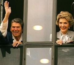 Рональд и Нэнси Рейган в больнице