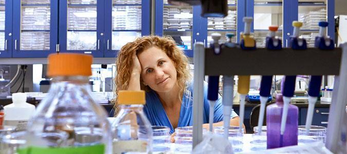 Доктор Джоан Вайдас – ведущий автор исследования об активации молекул микроРНК miR-34 облучением.