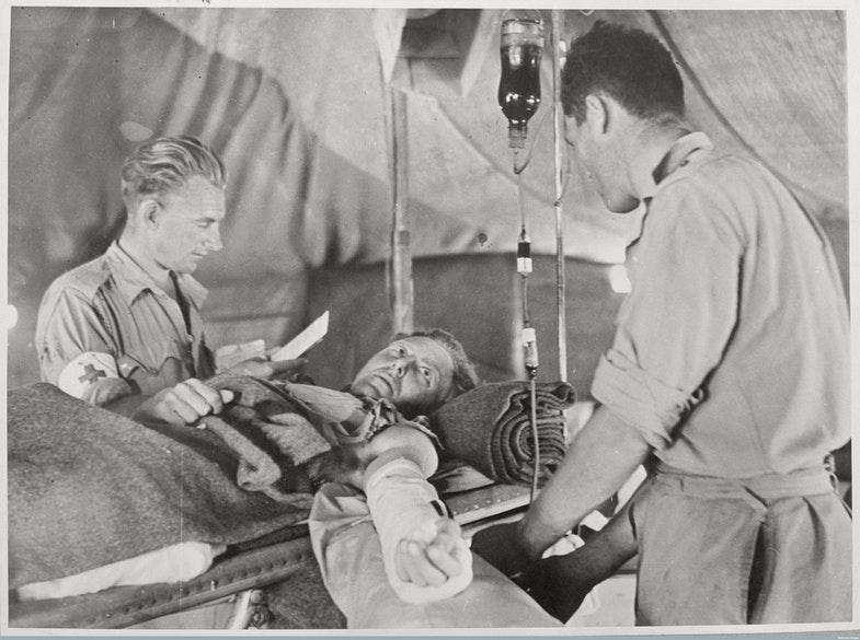 Открытие групп крови у человека позволило сделать переливание рутинной медицинской практикой. Источник: The RAMC Muniment Collection in the care of the Wellcome Library / Wellcome Images