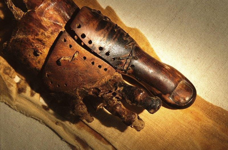 Протез выполнен с большим мастерством и даже спустя две с половиной тысячи лет идеально подходит под стопу владельца
