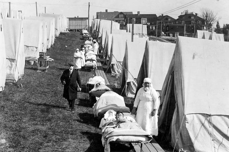 Больница скорой помощи, организованная в Бруклине, Массачусетс, для оказания помощи в случаях заболевания гриппом, фотография сделана в 1918 г.