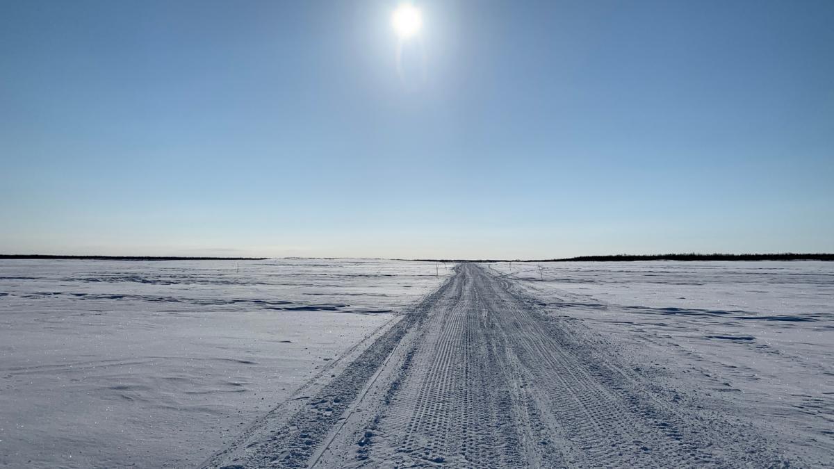 """""""Зимник"""" (зимняя дорога) по реке Печора"""